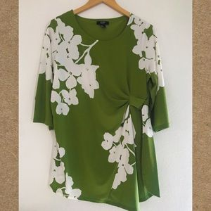Alfani 💚 Beautiful blouse with flowers